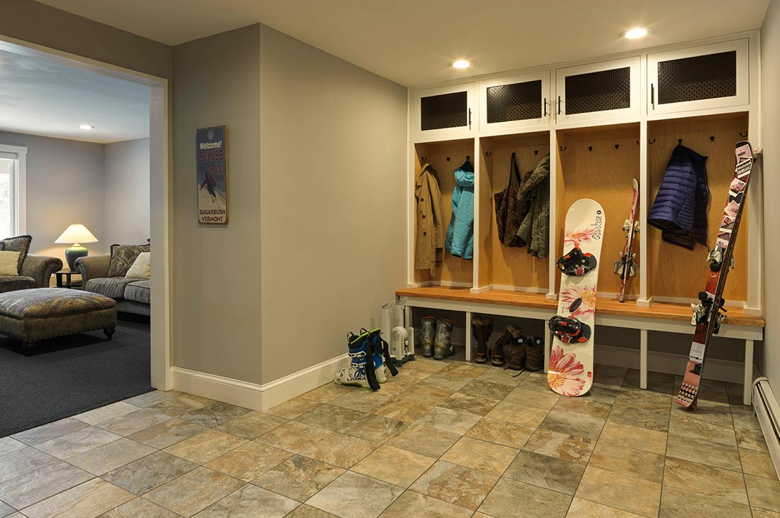 mudroom area with bult in organizer