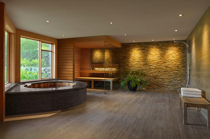 large spa room with tub
